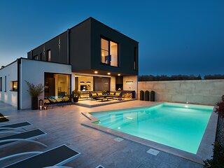 Elegant Villa Contessa with a large pool
