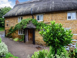 Suncroft, Shotteswell - Sleeps 6 (+2), Shotteswell, nr Banbury, Oxfordshire
