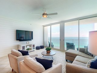 NEW LISTING! Beachfront condo w/ shared indoor/outdoor pool, gym & hot tub