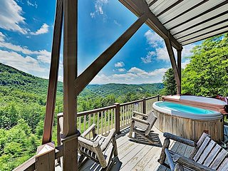 Emerald Sky: Charming Mountain Home w/ Hot Tub, Fireplaces & Incredible Views