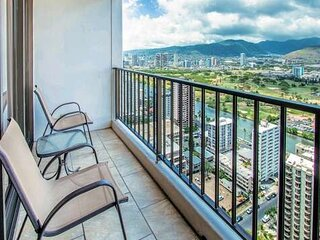 Deluxe Panoramic Mountain View Condo - 37th Floor, Free parking & Wifi