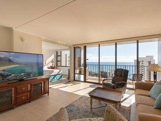 37th Floor Condo with Sweeping Ocean Views & Free parking!
