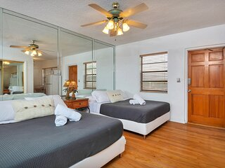 Lovely Double Unit (2 Studio apartments), Hollywood Beach, Walk to Ocean (24HR G