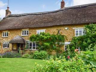 Crooked Cottage, Hook Norton, Cotswolds - Sleeps 8+2, Hook Norton, Cotswolds