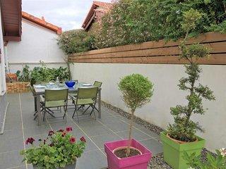 LARRALDE DIOUSTEGUY : Maison moderne - Environnement calme et arbore a 10min