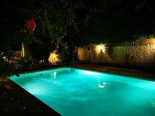 Studio tout confort dans villa avec piscine & jardin proche des principaux sites