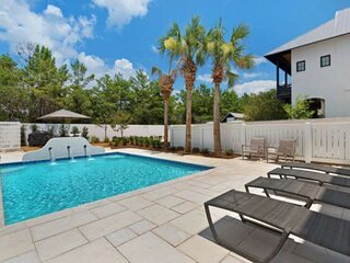 Luxurious Rosemary Beach Home/Two King Suites/4 Free Bikes/Short Walk to Rosemar