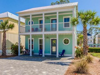 FREE GOLF CART!! Family Friendly Coastal Beach Home/Next to Community Pool/Short