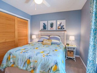 Community Pool!  12 Minutes to Beach & Downtown Charleston.  Comfortable Family-