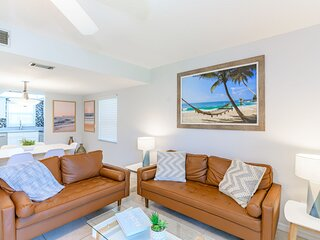 Spacious - Family Friendly - Next to Pier - Large Heated Pool
