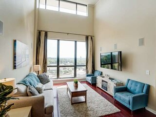Luxury Uptown Penthouse - Rooftop Terrace - Garage Parking - Amazing City View -