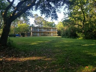 Lownde Retreat Apt on 3 wooded acres private but convenient
