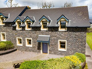 Dingle Courtyard Cottages (4 Bed - Sleeps 8)