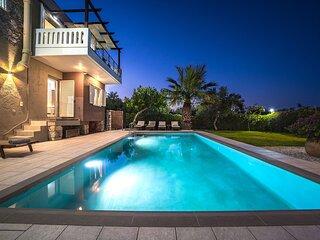 Petronila Luxury Villa With Heated Pool, 1km From Kissamos Beach, Chania