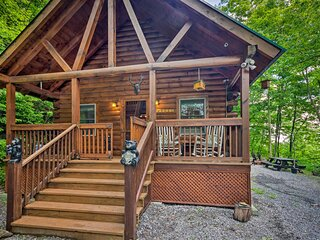 NEW! Maggie Valley Cabin w/Fire Pit: 4Mi to Trails