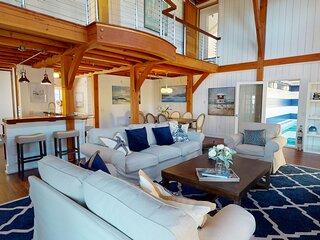 Luxury Coastal Home w2 Living Rooms, Pool, Rooftop