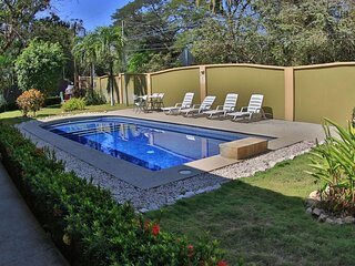 Nicely priced hotel room with 2 beds in Potrero with pool - TV and AC