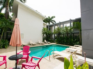 Condo Blanca - Minutes walk to the beach and great restaurants