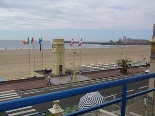 Centre du remblai, face a la grande plage.