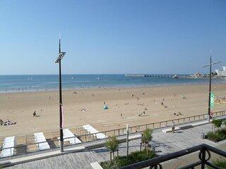 Appartement  3 chambres face a la plage et a deux pas des commerces.
