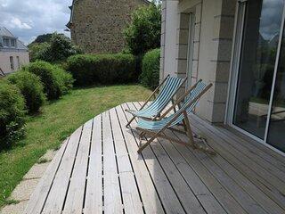 Bel appartement avec terrasse et jardin a 100m du port de PERROS-GUIREC