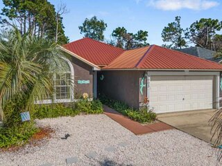 4 Bedroom Home Across the Street From the Lagoon - Sleeps 10 - Few Minute Walk t