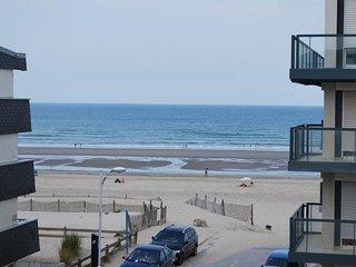 FORT-MAHON-PLAGE: A deux pas de la plage, avec vue sur la mer du balcon.