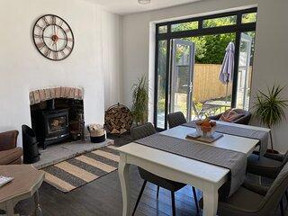 3bed GILWERN entire house , Patio, Garden,  Abergavanny, Crickhowell