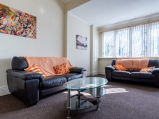 No 3 AT IVANHOE - 1 BED NEAR SEFTON PARK AND LARK LANE