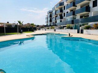 Luxueux appartement neuf centre ville, plages, club nautique et marina a pieds
