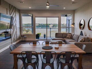 Spectacular waterfront condo on Lake Travis
