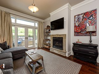 'Southern Comfort' Condo located off Dickson Street & U of A