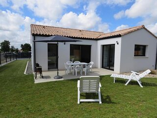 Avec trois chambres et son jardin, Maison moderne pour les vacances en famille