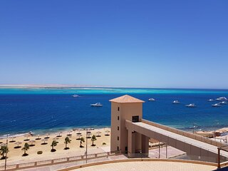 Red Sea View, Chalet in The View Compound, private beach and pool.