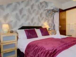 The Strathdon B&B - Standard Family Room, holiday rental in Blackpool