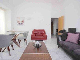 Spacious & Stunning 3 Bedroom Penthouse Maida Hill