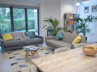 Trendy & Elegantly Designed 2 Bedroom North London Suite