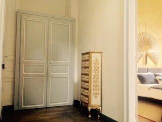 Plein coeur de ville, location 1er étage hôtel particulier HENRI IV