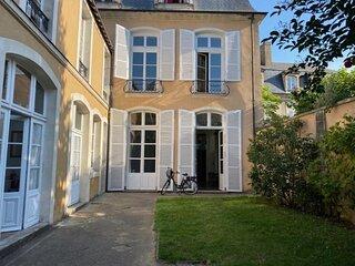 Plein coeur de ville, magnifique hôtel particulier du XVIII ème siècle, 11