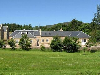 Spacious, self-contained annex, close to Edinburgh, within beautiful countryside
