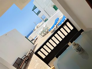 2 bedroom apartment, large private terrace, sunloungers, sea views, BBQ