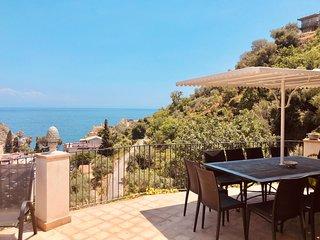 Villa 11-12 posti letto, terrazza vista mare
