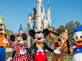 Disney Dream! Pool, Free Breakfast and Parking