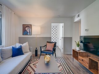 Contemporary Condo Minutes To Downtown