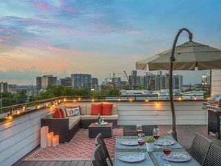 Upscale Gulch Getaway – Rooftop Deck w/ Skyline Views! Near Downtown