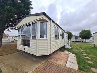Great 6 berth caravan for hire at Naze Marine in Essex ref 17120P