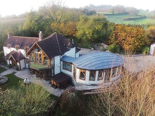 Hunter's Moon Luxury Retreat with Hot Tub near Glastonbury