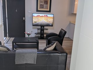 #4 - 2020 Modern 2 Bedrooms Suite w/ Private Entrance