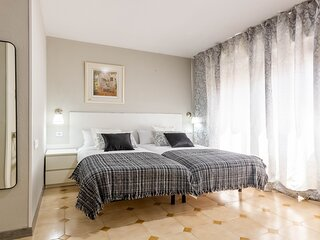 Beautiful apartment next to the river in Triana 406