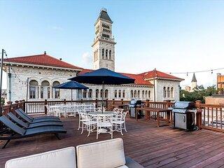 Spacious Downtown Condo w/ Balcony, Rooftop Deck by Lucky Savannah